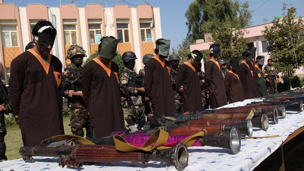 Foto: Sospechosos de terrorismo arrestados en Afganistán. (EFE)
