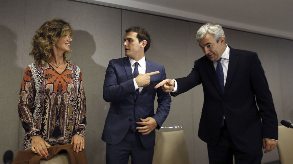 Foto: El presidente de Ciudadanos, Albert Rivera, junto a Luis Garicano. (EFE)