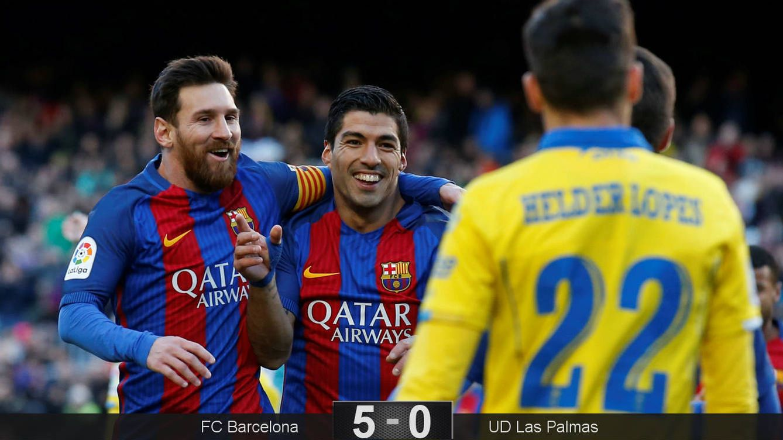 Foto: Leo Messi y Luis Suárez celebran el primer gol del Barcelona contra Las Palmas (Albert Gea/Reuters).