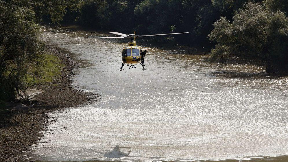 Foto: Foto de archivo de un helicóptero trabaja en las labores de búsqueda del niño de 12 años desaparecido en 2013. (EFE)