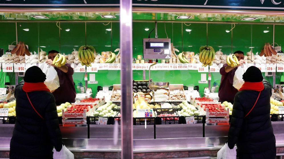 Foto: Una frutería en un mercado de Madrid este miércoles (EFE)