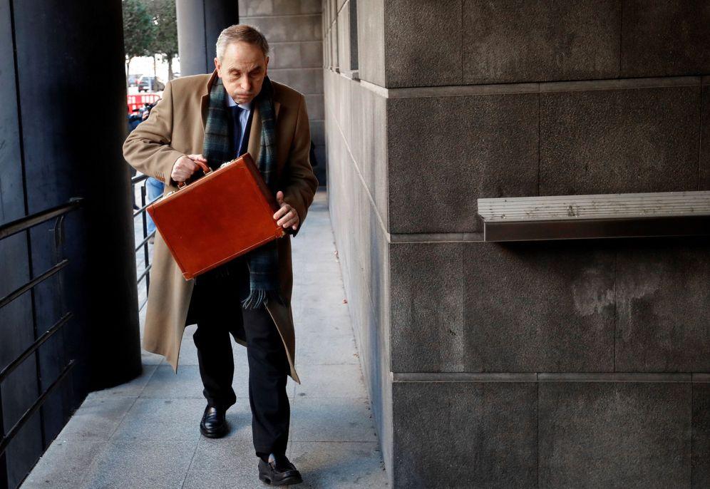 Foto: Carlos Bacaicoa, uno de los abogados de la presunta víctima, a su llegada este martes al Palacio de Justicia. (EFE)