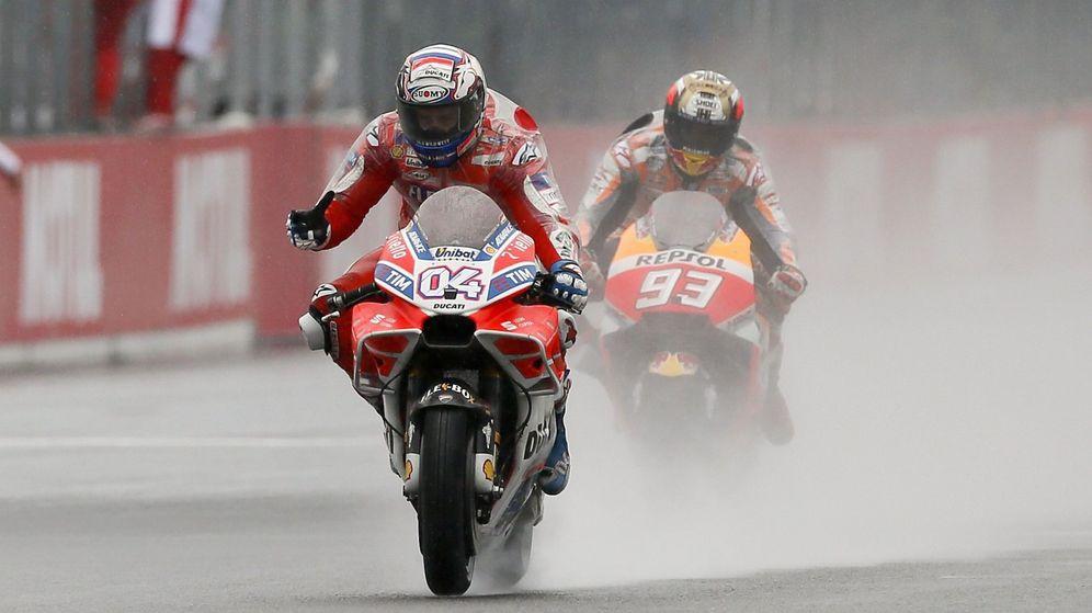 Foto: Andrea Dovizioso logró en Motegi (Japón) su quinto triunfo de la temporada, los mismos que Marc Márquez. (EFE)