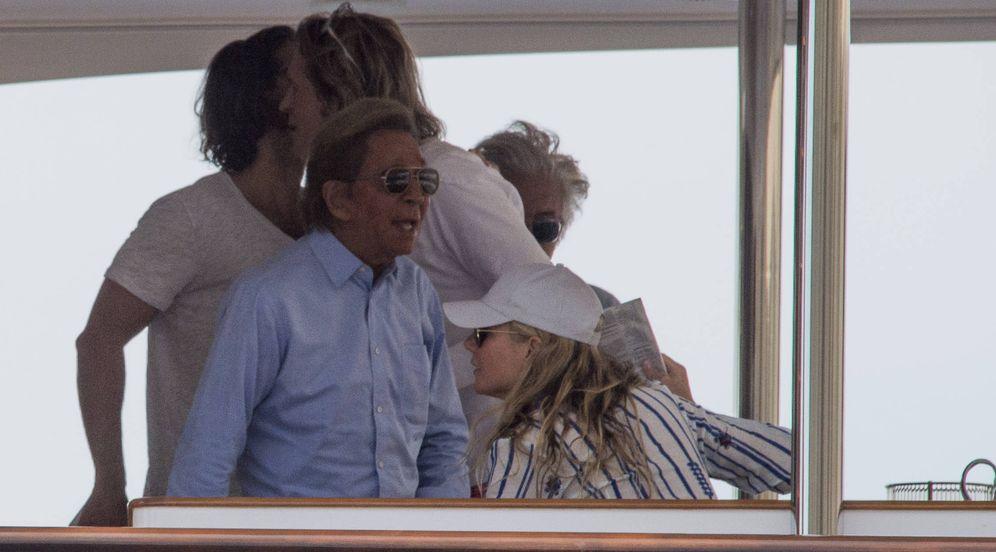 Foto: Paltrow y Valentino en la embarcación. (Gtres)