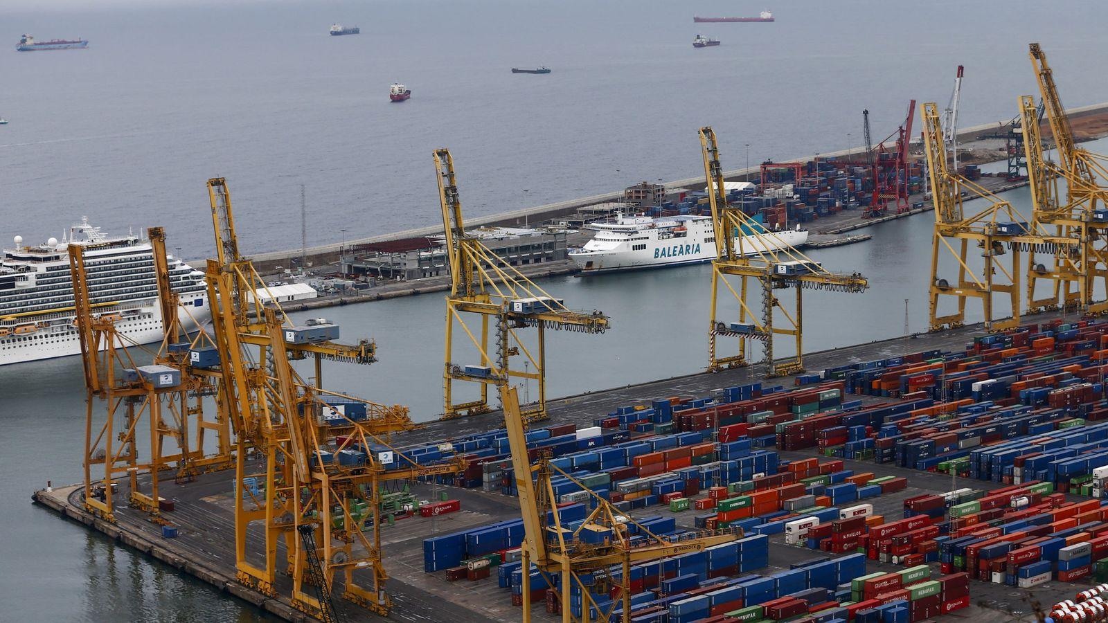 Foto: La zona de estibadores del puerto de Barcelona. (EFE)