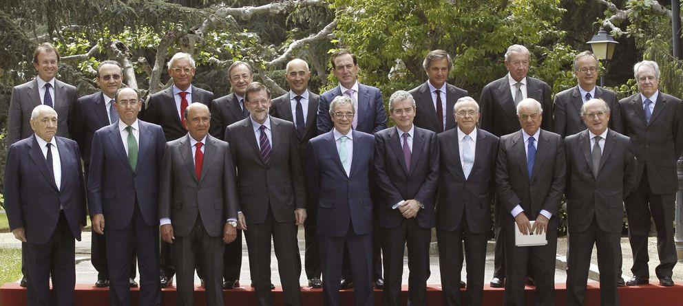 Foto: Rajoy junto a los grandes empresarios españoles que integran el Consejo Empresarial por la Competitividad en mayo de 2014. (EFE)