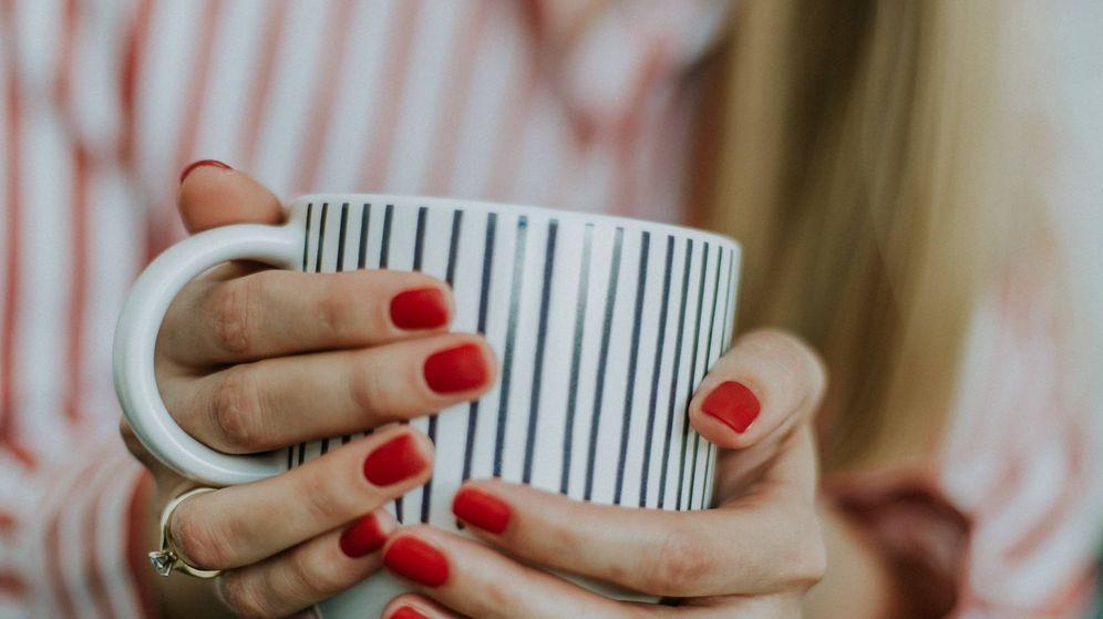 Foto: Los riesgos detrás de quitarse la manicura en casa. (Unsplash)