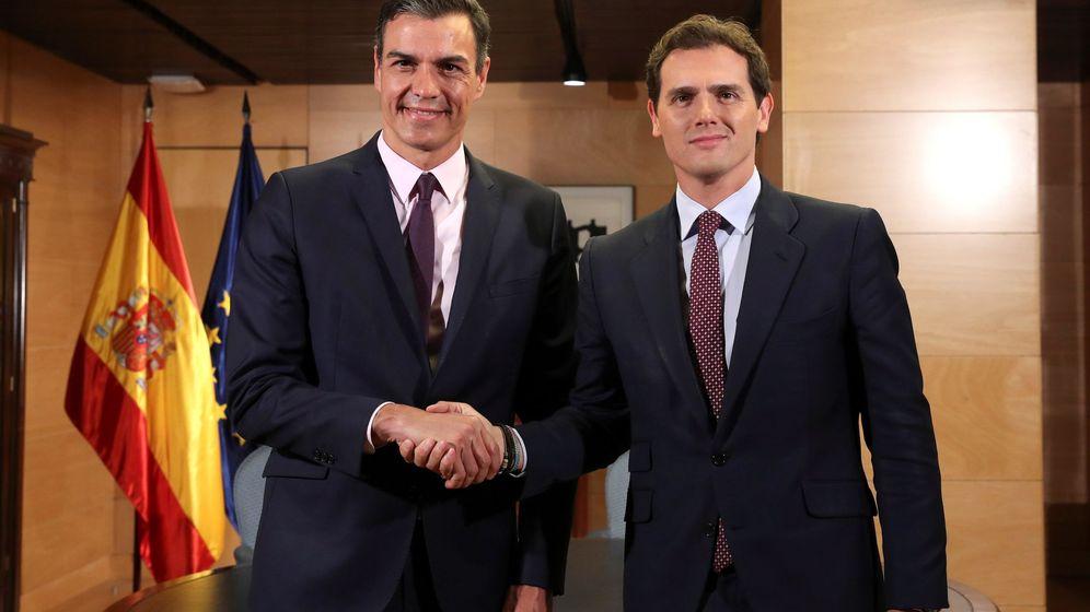 Foto: El presidente del Gobierno en funciones, Pedro Sánchez, se reúne con el líder de Cs. (EFE)
