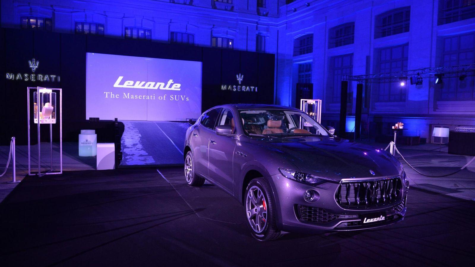 Foto: Maserati  Levante en el Palacio de Cibeles