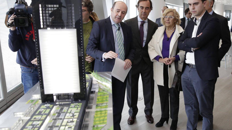 Carmena y Villar-Mir 'se olvidan' de invitar a PSOE y C's al estreno de la Quinta Torre