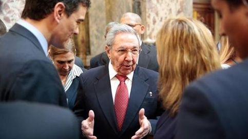 Sánchez difunde fotos con Castro tras la polémica del viaje de ZP