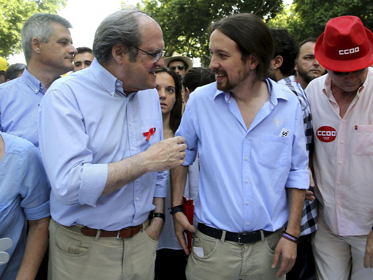 Foto: Ángel Gabilondo (i) conversa con Pablo Iglesias. (EFE)