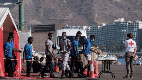 Gobierno y Junta de Andalucía libran un pulso por los PCR a inmigrantes