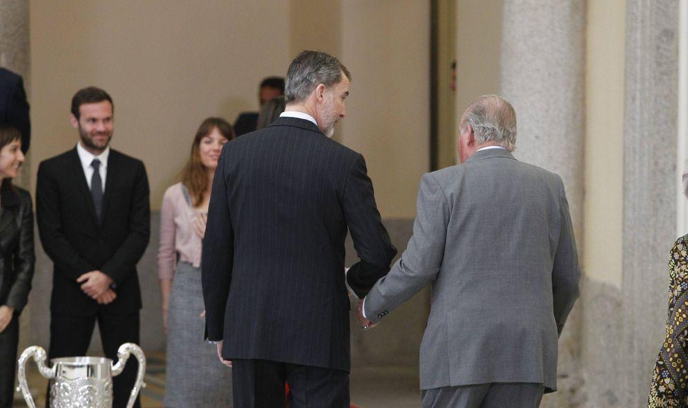 Foto: Felipe VI (i), junto a su padre, el rey emérito Juan Carlos. (EFE)