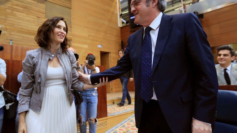 Isabel Ayuso con el vestido en color blanco. (EFE)