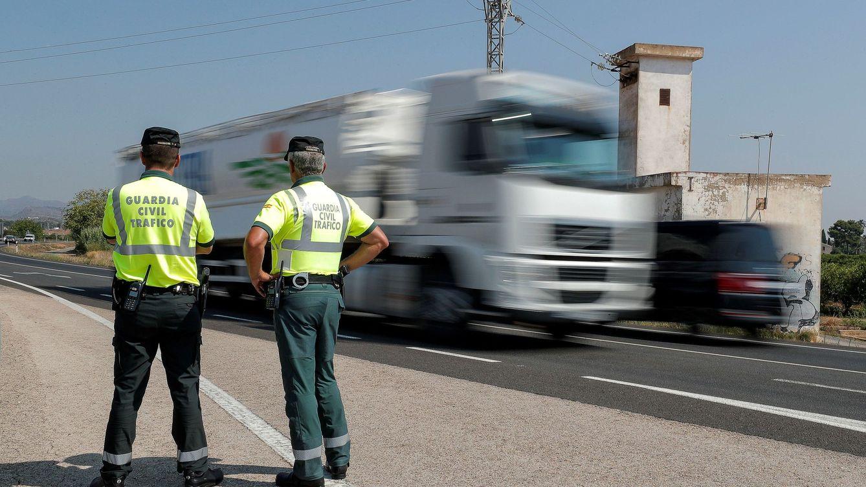 Foto: Los agentes comprobaron que el conductor desprendía un fuerte olor a alcohol (EFE/Manuel Bruque)
