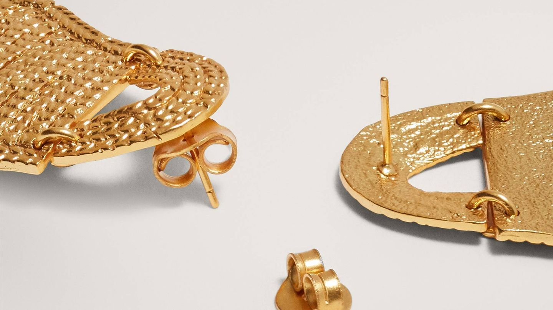 Pendientes de bolso de Massimo Dutti. (Cortesía)