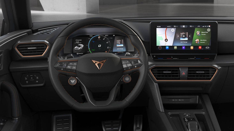 En su segmento es el único en contar con un volante con botón de arranque y selector de modos de conducción.