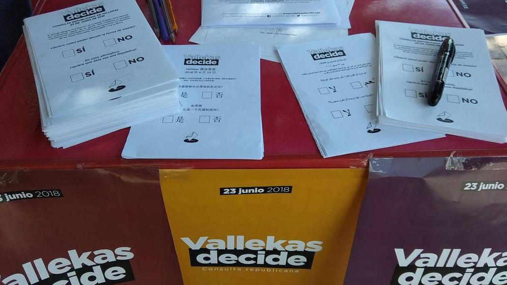 Foto: Una de las mesas de votación sobre el modelo de Estado celebrado en Vallecas. (Vallekas Decide)
