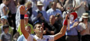 Djokovic vence a Del Potro e iguala a John McEnroe