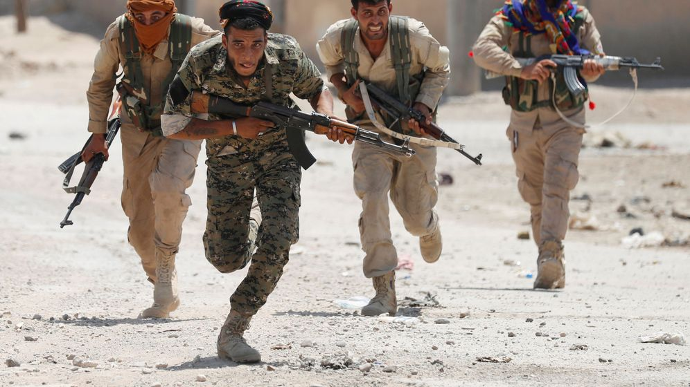 Foto: Combatientes kurdos del YPG en Raqqa. (REUTERS)