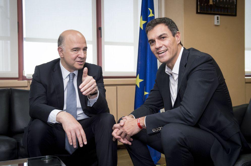 Foto: Pedro Sánchez, durante su reunión con el comisario de Finanzas de la UE, Pierre Moscovici, el pasado 22 de junio. (EFE)