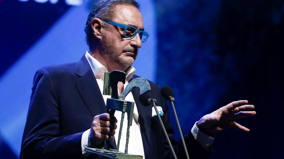 Foto: El periodista Carlos Herrera recibe el Premio Ondas Nacional de Radio por la trayectoria o mejor labor profesional. (EFE)