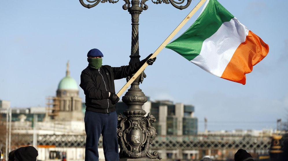 Foto: Un protestante contra la austeridad en Dublin, Ireland. (Reuters)