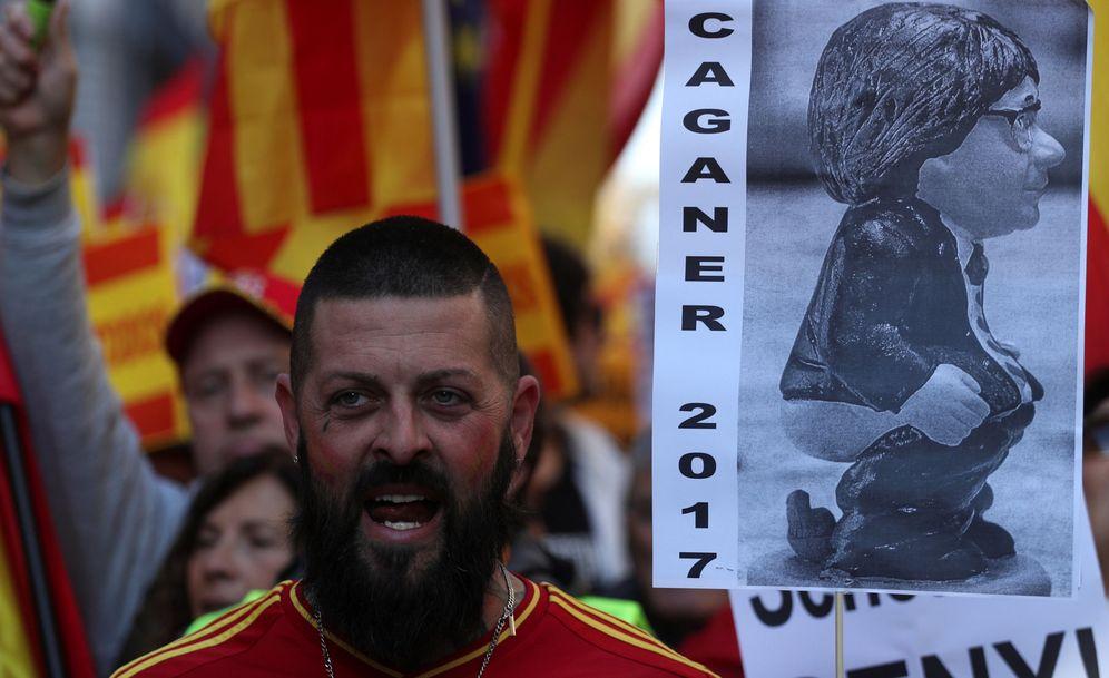 Foto: Unas 12.000 personas, según la Guardia Urbana, se han manifestado en Barcelona en defensa de la Constitución. (Reuters)