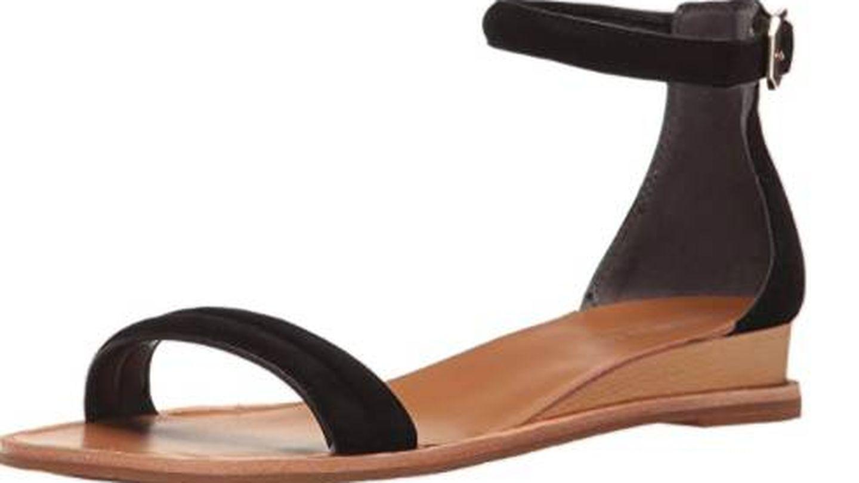 Las sandalias de Kenneth Cole de venta en Amazon. (Cortesía)