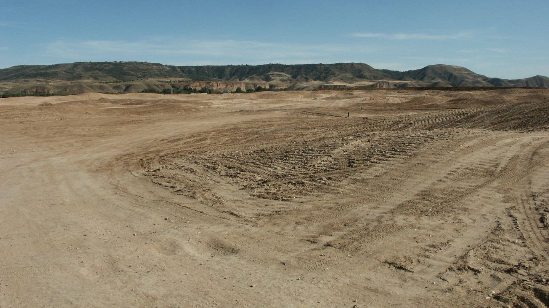 Movimientos de tierra en la finca El Encín para construir el campo de golf. Foto tomada en julio de 2009.