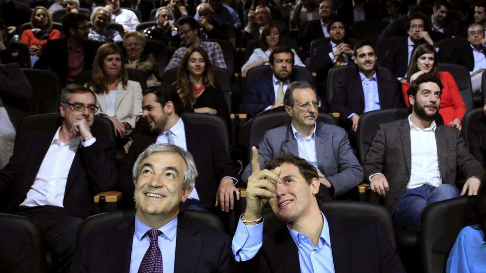 Foto: El presidente de Ciudadanos, Albert Rivera (d), y el responsable de Economía y Empleo de Ciudadanos, Luis Garicano (i). (EFE)