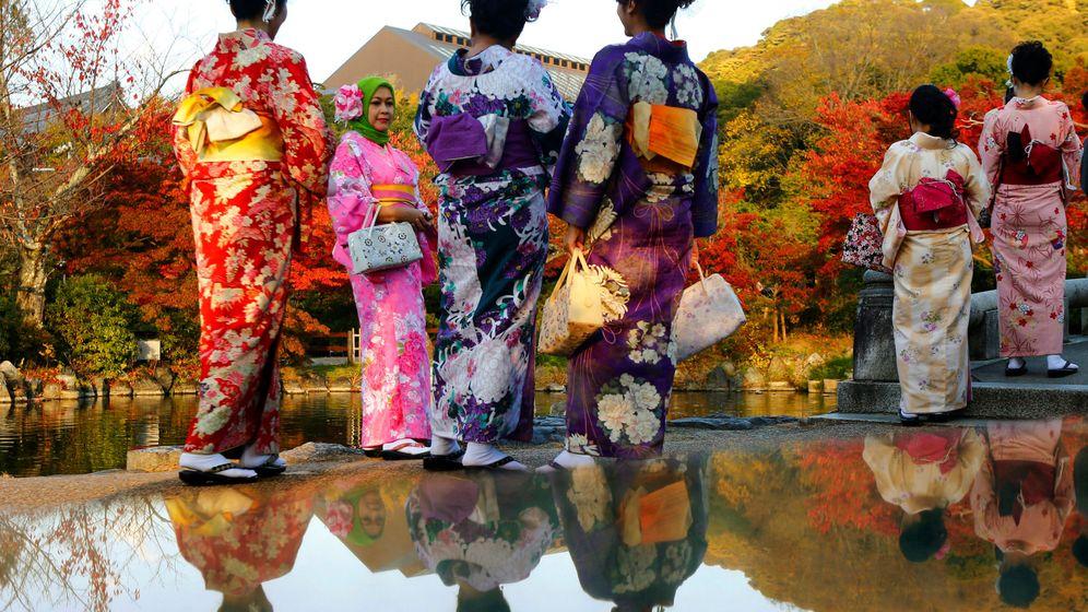 Foto: Turistas vestidos con el tradicional kimono en Kyoto, Japón. (Reuters)