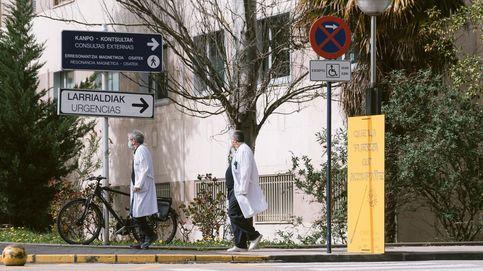 Cribado a la plantilla del hospital de Vitoria tras un brote de coronavirus