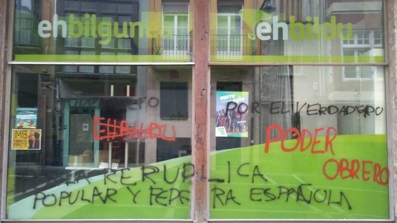 Foto: Pintadas en la sede de EH Bildu en Pamplona (EH Bildu/Twitter)