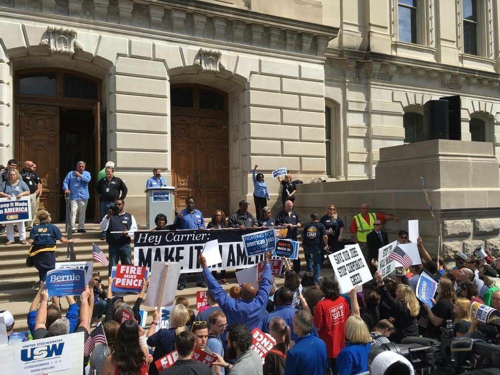 Foto: Protesta de votantes de Bernie Sanders ante el Congreso del estado de Indiana (Foto: Fabio Cervone).