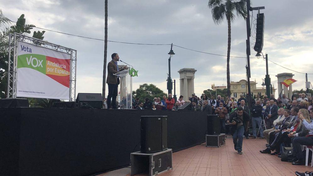 Foto: Intervención de Santiago Abascal en Plaza de la Marina de Málaga (Agustín Rivera).