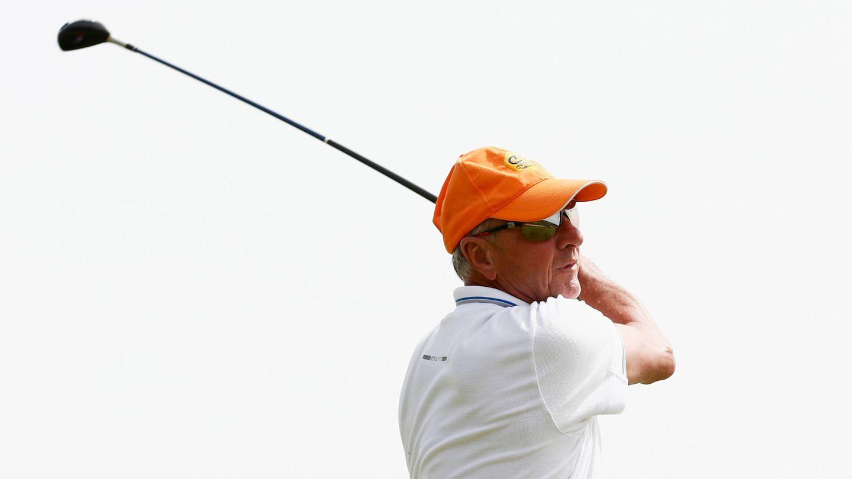 Cruyff practicando una de sus pasiones, el golf. (Getty)