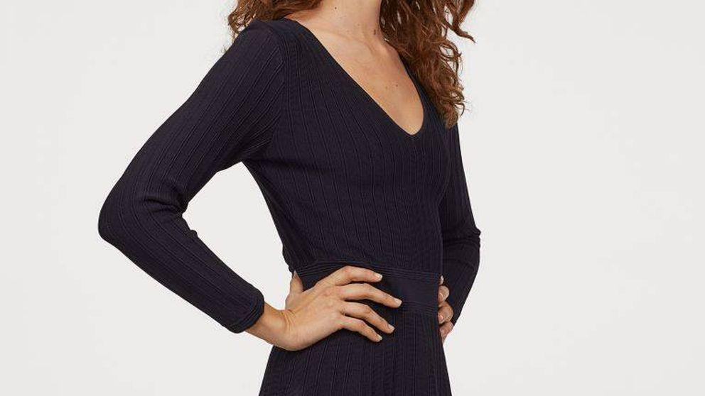 Este vestido es de H&M, de punto y da igual tu talla porque te sentará de cine