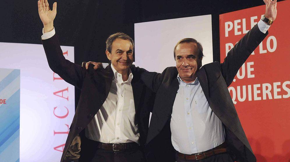 Foto: El exministro José Antonio Alonso, junto a José Luis Rodríguez Zapatero. (EFE)