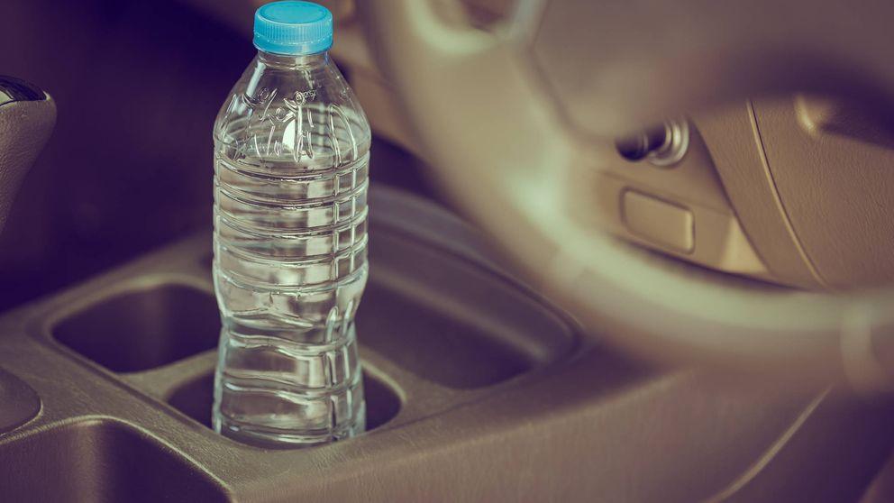 Por qué no debes dejar botellas de agua en el coche cuando hace sol