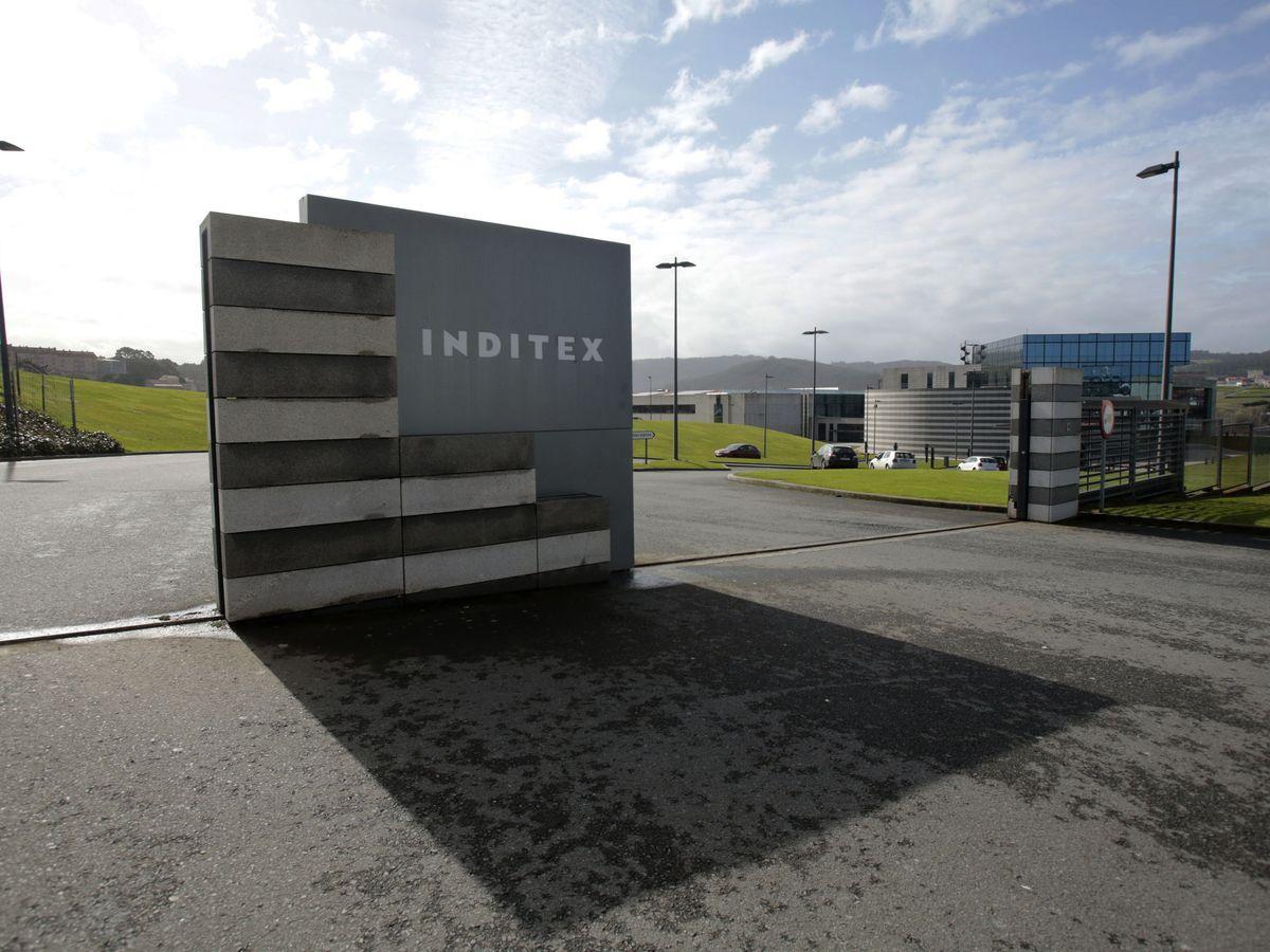 Foto: El logo de Inditex en la entrada de la sede. (Reuters)