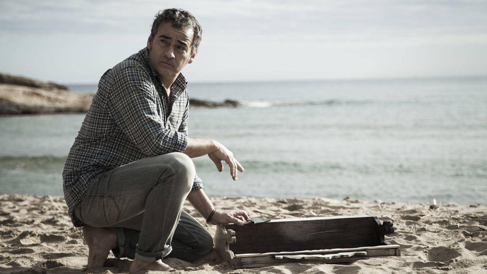 Foto: Eduard Fernández en un fotograma de 'Lejos del mar'