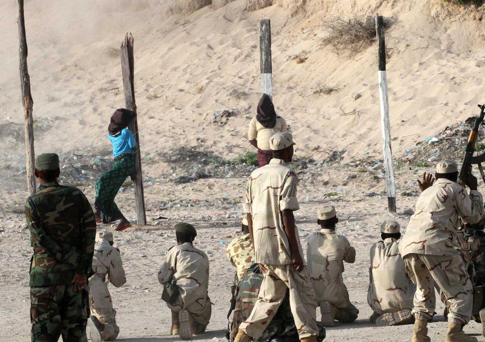 Foto: El Gobierno somalí ejecuta a dos soldados, en agosto de 2011, en una de las peores crisis alimentarias de su historia. (Reuters)