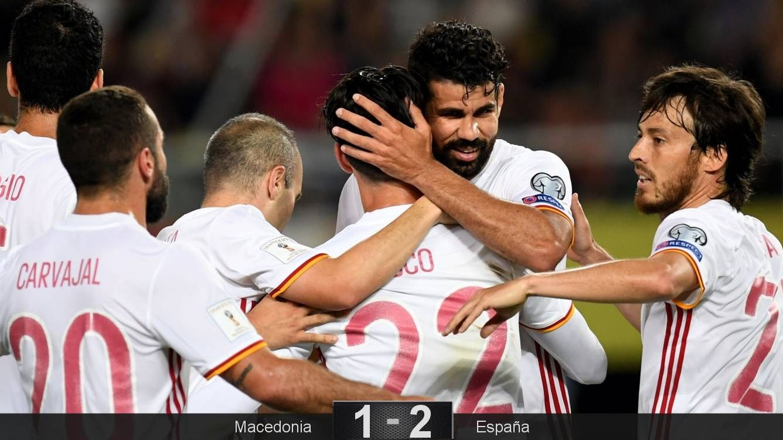 Foto: Diego Costa agradece a Isco su asistencia en el segundo gol de España contra Macedonia. (EFE)