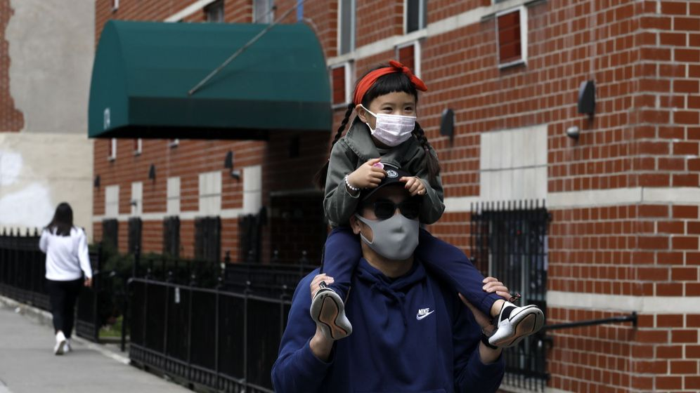 Foto: Un padre con su hija en Nueva York. (EFE)
