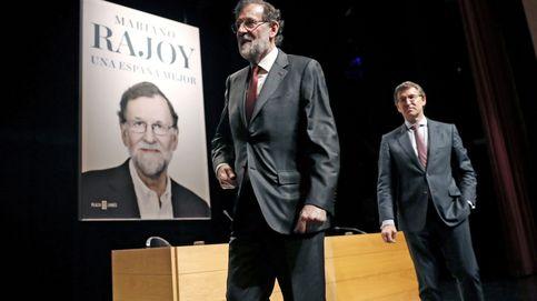 Rajoy vende más que Pérez Reverte y Cercas y destroza al resto de políticos