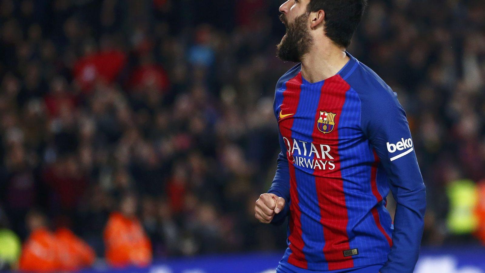 Foto: Arda Turan celebra un gol la temporada pasada. (Reuters)
