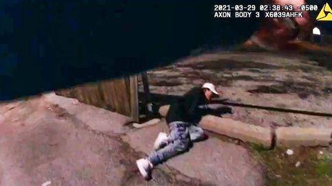 El vídeo de un policía disparando a un menor con las manos en alto estremece Chicago