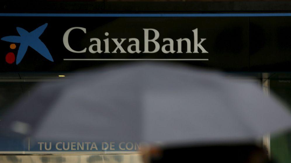 Foto: Sucursal de CaixaBank en Madrid. (Reuters)